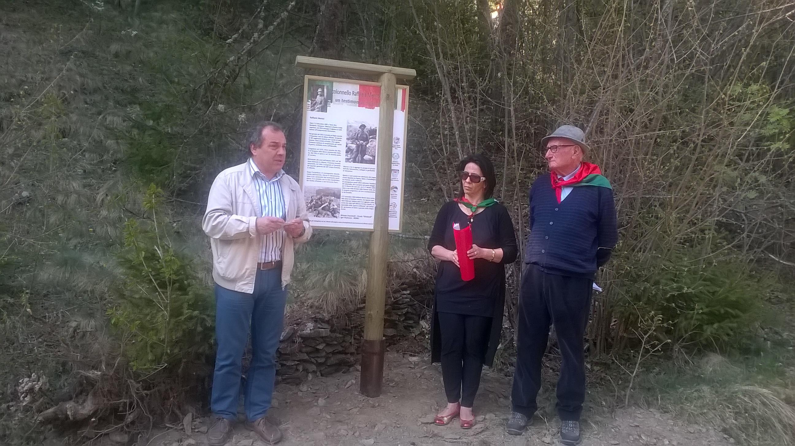 inaugurazione Bacheca Menici_Corteno24 aprile 2015_13.jpg